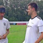 Der Countdown läuft! Blindenfußballer Alexander Fangmann trainiert mit Müller, Ginter und Bierhoff