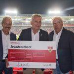 Scheckübergabe VfB Stuttgart / SSV Reutlingen erhöht Spendensumme