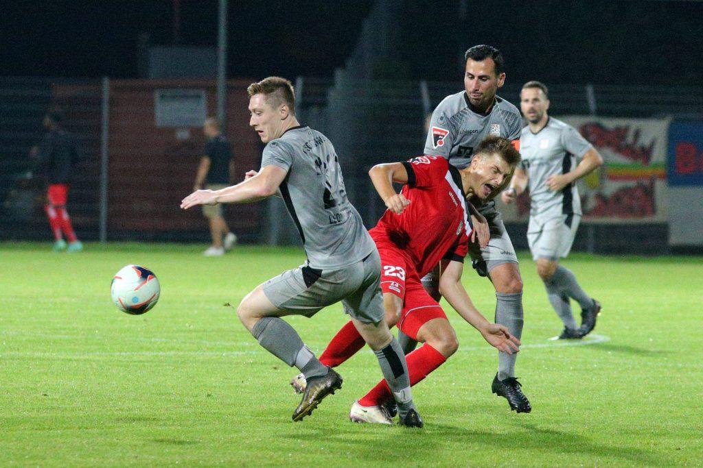 Tim Schwaiger in Aktion beim Spiel des SSV Reutlingen gegen die TSG Backnang.